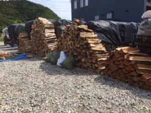 全部薪ストーブ用の薪は割り終えました
