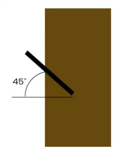 45°にドリルで穴をあける