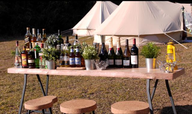 """滞在中は、シャンパン""""モエ・エ・シャンドン""""をはじめとする各種アルコールドリンク、ソフトドリンクをフリーフローで提供します。"""