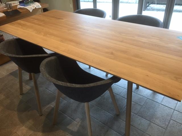 コンモト テーブル