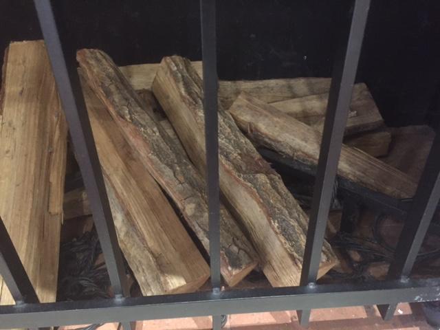 土岐プレミアムの薪