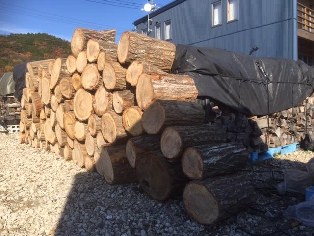 【薪づくり】徐々に原木の山が減ってきた