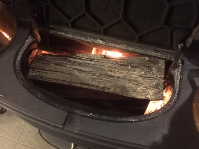 薪を入れる