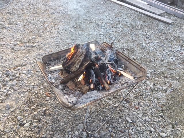 【焚き付け作り】朝から焚火をしながら焚き付けを作る