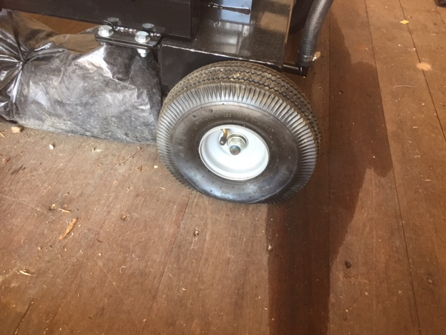 【薪割り機】13トンプロのタイヤの空気がぬけてしまっている件
