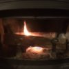【どうやら未乾燥の薪】おそらく父の作った針葉樹薪で、煙突詰まる