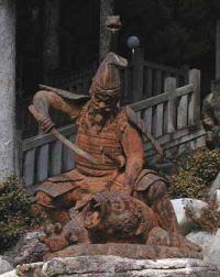 洞戸の高賀山の高賀神社には、「さるとらへび」と言われ、銅像もあります。