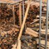 【節約して失敗】薪棚の敷居木材がバキっと割れた件