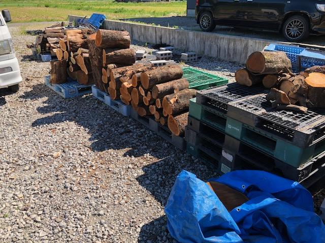 【朝から薪割り】ようやく天気がよくなったので、薪割りを再開!