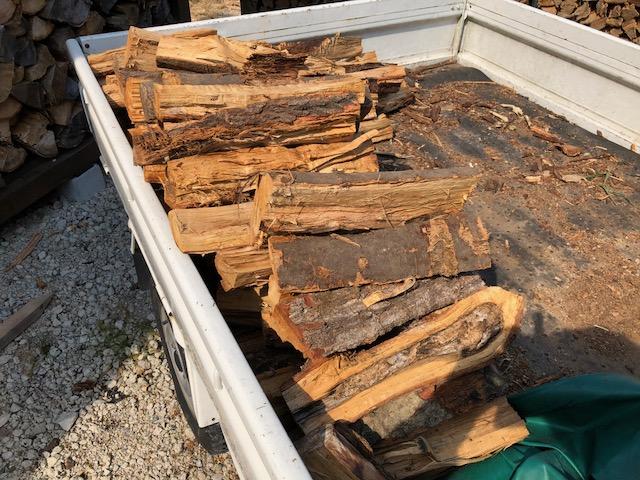 薪の移動、たったこれしきでバテバテ・・・