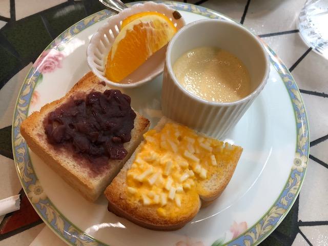 カフェアダチでモーニングして、夕飯は各務原の新京でベトコンラーメン。