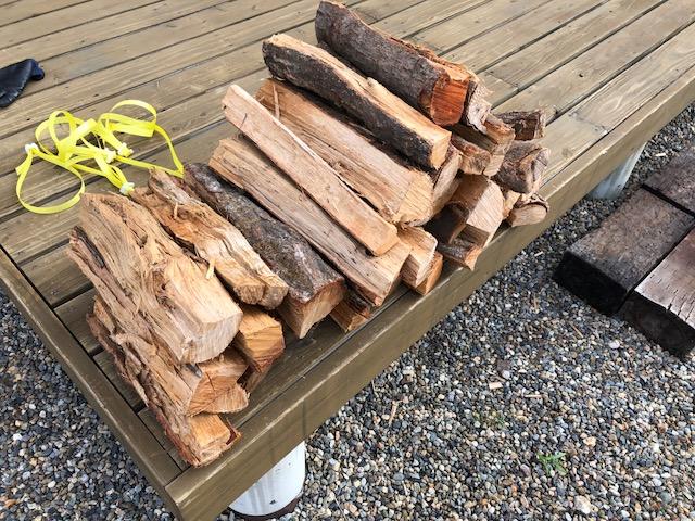キャンプ用の薪販売の準備をしました。