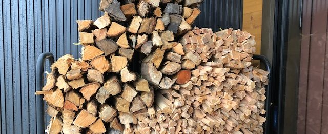 焚火・バーベキュー用の薪束を追加して作る。
