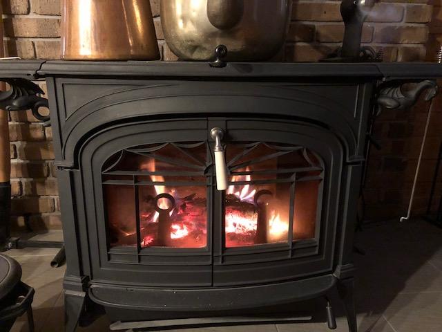 【寒くなってきた】徐々に薪ストーブを毎日焚く日がきています。