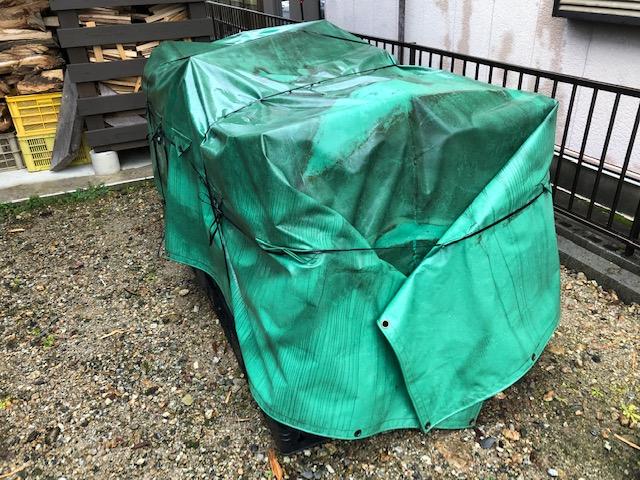 割と長いおつきあいをさせていただいているお客様のところへ、薪の納品をしました。 最近週末は天気が悪く、なかなか納品ができなかったんですけどね。