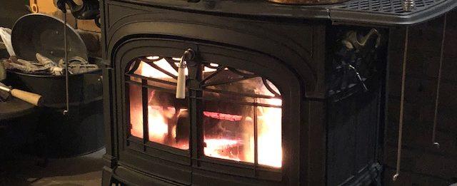 薪ストーブ、寝る前に焚いてますか?