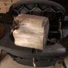 デカ薪というより、  針葉樹丸太  なんですが。  乾燥しているしよく燃えると思う。  まあ、見てくれ。