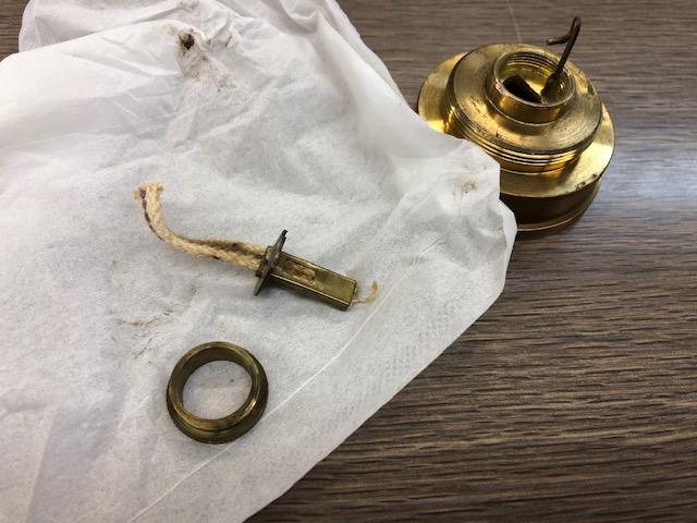 E.thomas & williamsのマイナーズランプの修理というかねじ開け