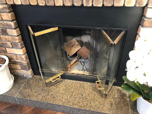 暖炉のお客様「美容室ERiS」様へ雑木薪納品
