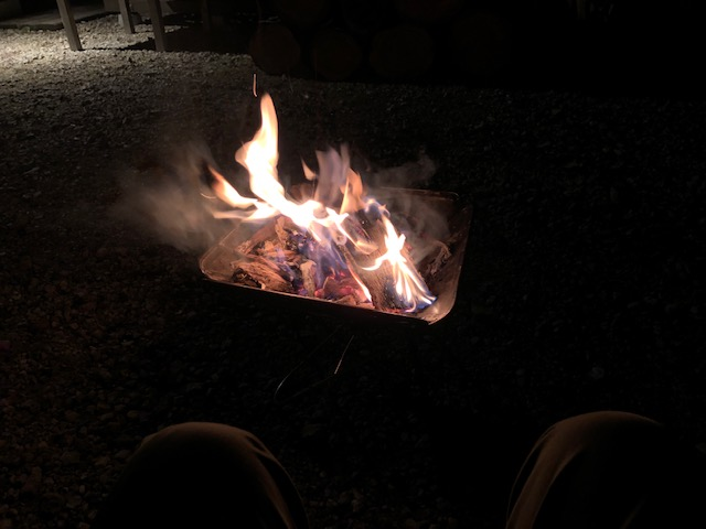 焚火は楽しいけど、寒い・・・